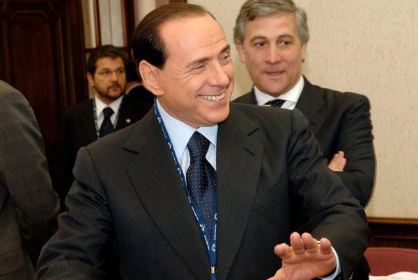 Berlusconi: l'uomo politico senza identità